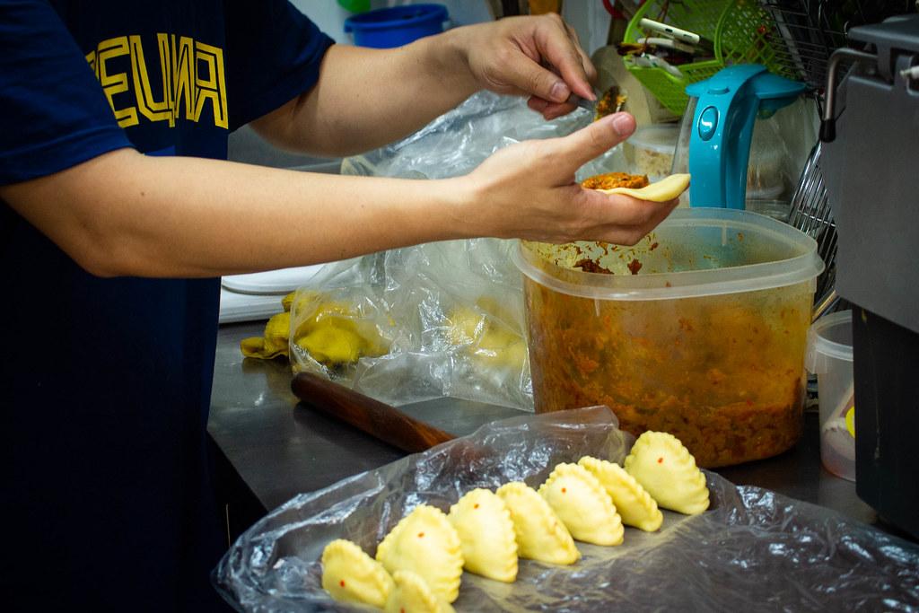 罗丽娜传统海南咖喱泡芙包装1