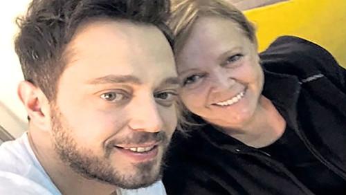 Aslı Enver Murat Boz'un annesini ve abisini sildi