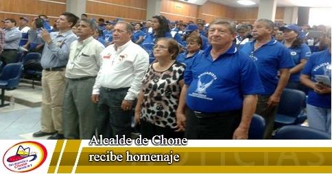 Alcalde de Chone recibe homenaje