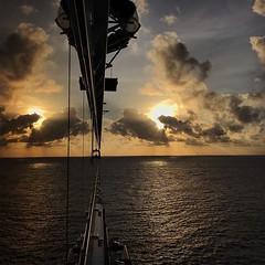 夕陽無限好 只是近黃昏 【浪遊旅人】https://ift.tt/1zmJ36B #backpackerjim #sunset #cruisetothesea #sea #travel #journey #weekend #holiday #worlddream #dreamcruises