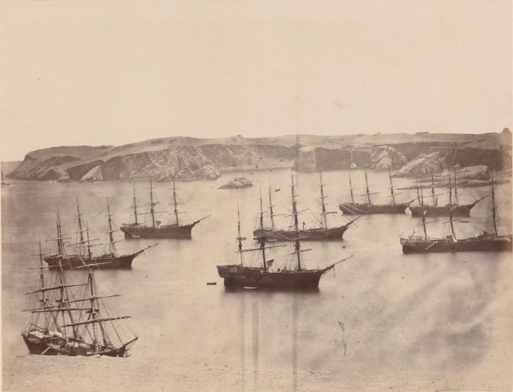 Острова Чинча. Панорама Северного Чинча. Корабли, ожидающие груза гуано