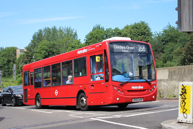 Metroline DE1015 on Route 268, Finchley Road O2 Centre