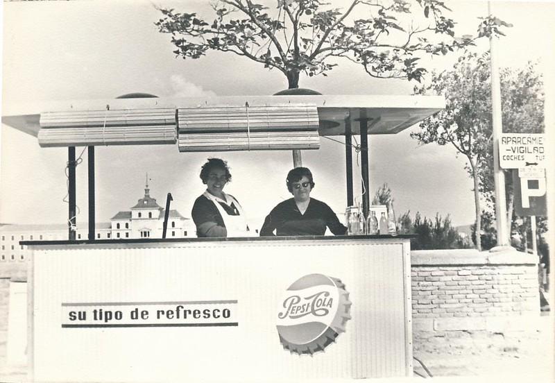 Puesto de refrescos junto al Alcázar en 1962. Fotografía de Julián C.T.