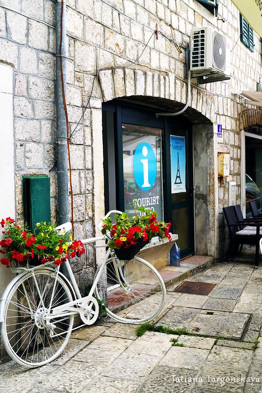 Вход в туристический инфоцентр в Старом городе