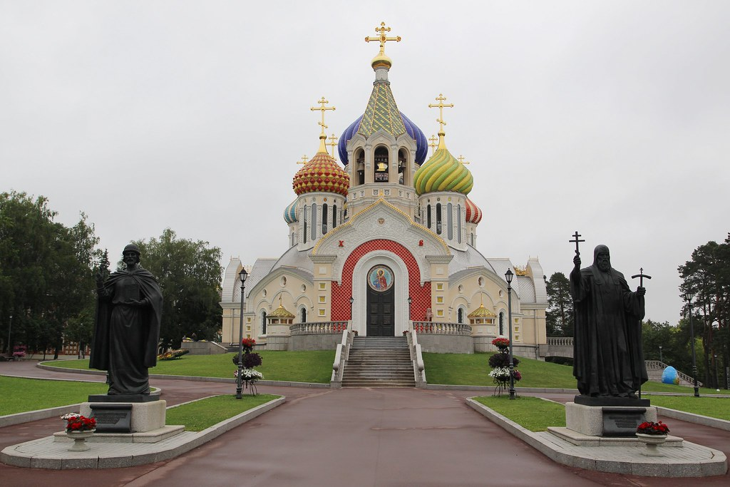 Епископ Воскресенский Савва совершил отпевание писателя Валерия Ганичева
