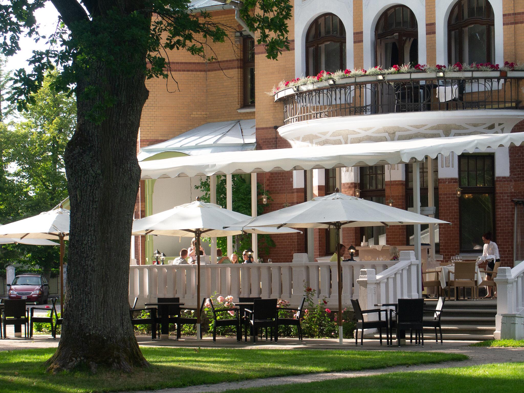 Villa Ammende_Ikkunalla Blog2