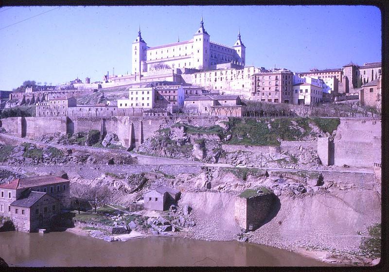 Alcázar de Toledo en abril de 1963. Película Kodachrome. Donación de la familia Burgos.