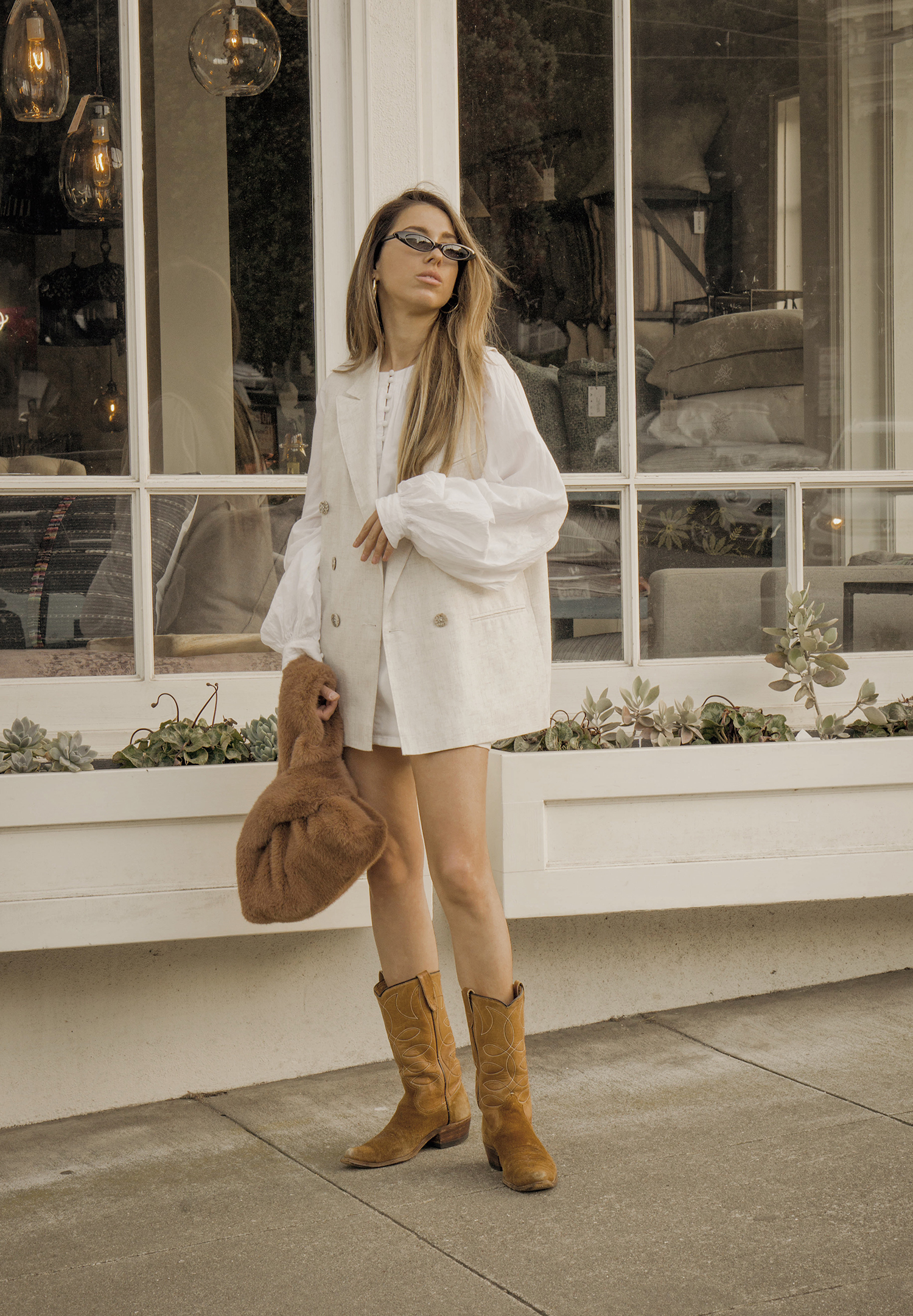 total_all_white_outfit_look_street_style_western_boots_isabel_marant_inspired_fur_bag_vest_denim_skirt_summer_2018_trend_lena_juice_the_white_ocean_03