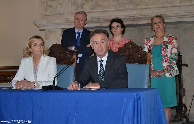 Presentación del acuerdo entre la Escuela de Pilotos Adventia, centro adscrito a la Universidad de Salamanca, con la aerolínea Iberia.