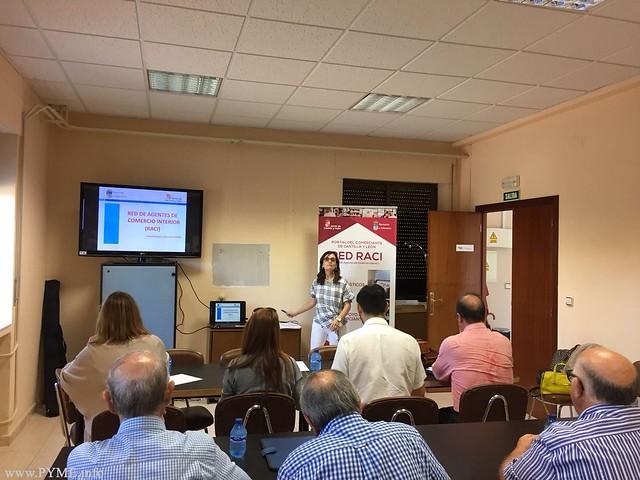Momento de una de las ponencias sobre el programa de la Red de Agentes de Comercio Interior celebrada en la sede de AFECIR en Ciudad Rodrigo.