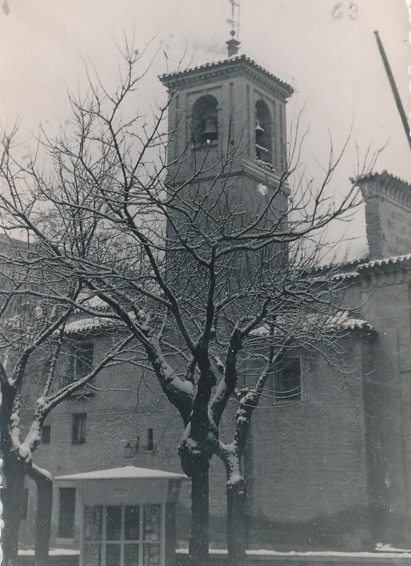 Plaza de San Vicente en un día de nieve en 1962 o 1963. Fotografía de Julián C.T.