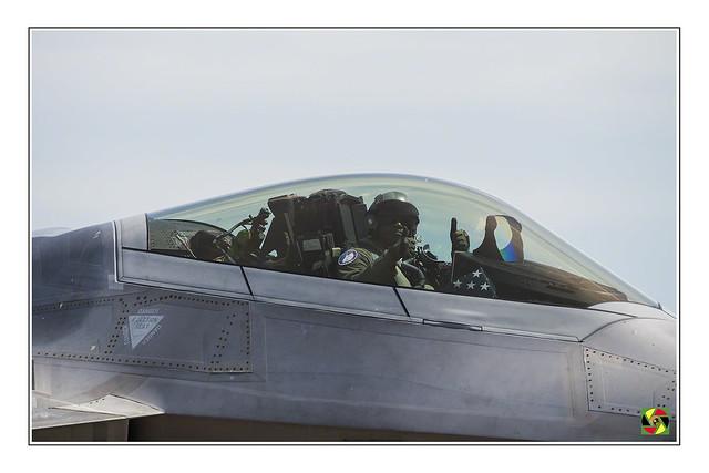 F-22 Pilot - Niagara Airshow 2018