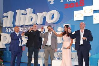Da sinistra, Uricchio, Emiliano, Fico, Rosella SAntoro e Vitto all'inaugurazione del Libro Possibile XVII