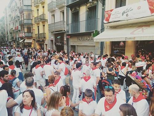 Estafeta, Sanfermines. #sf2018 #sanfermines2018 #sanfermin #sanfermin2018 #igerssf2018 #igerspamplona #pamplona #phonephoto #rojoyblanco