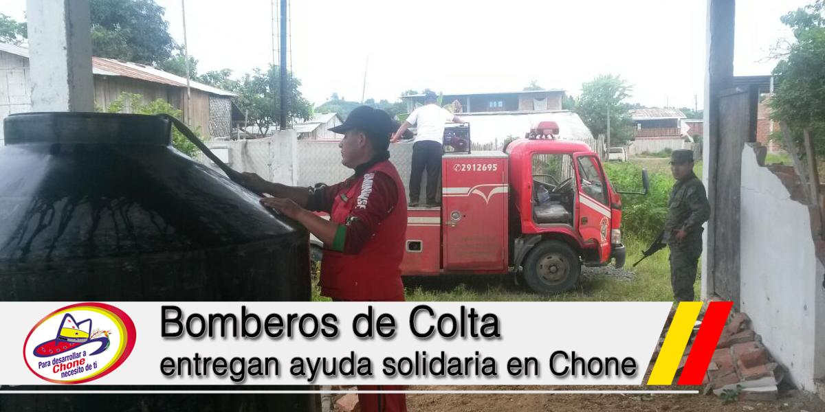 Bomberos de Colta entregan ayuda solidaria en Chone