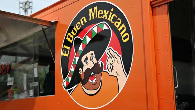 El Buen Mexicano Taco Truck in Clive, Iowa