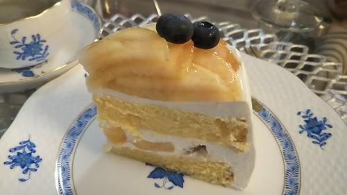 桃とブルーベリーのケーキ