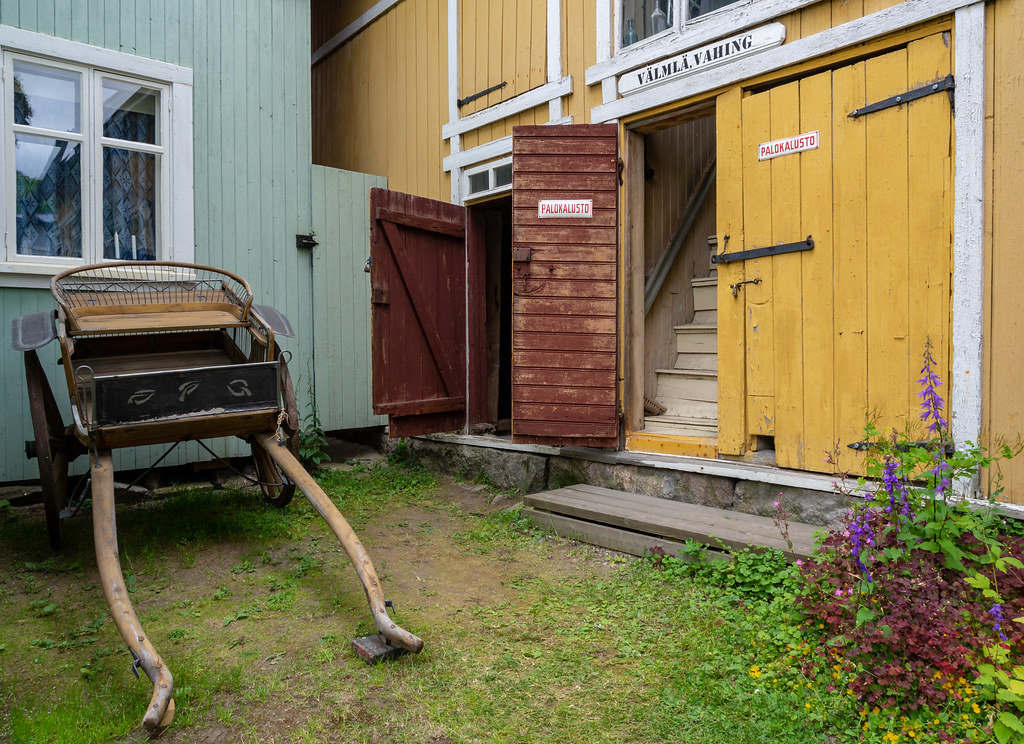 What to do in Old Rauma? Discover the secret gardens and old buildings.