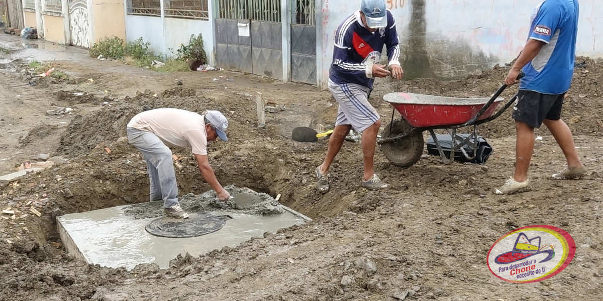 Continúan trabajos de alcantarillado en El Vergel