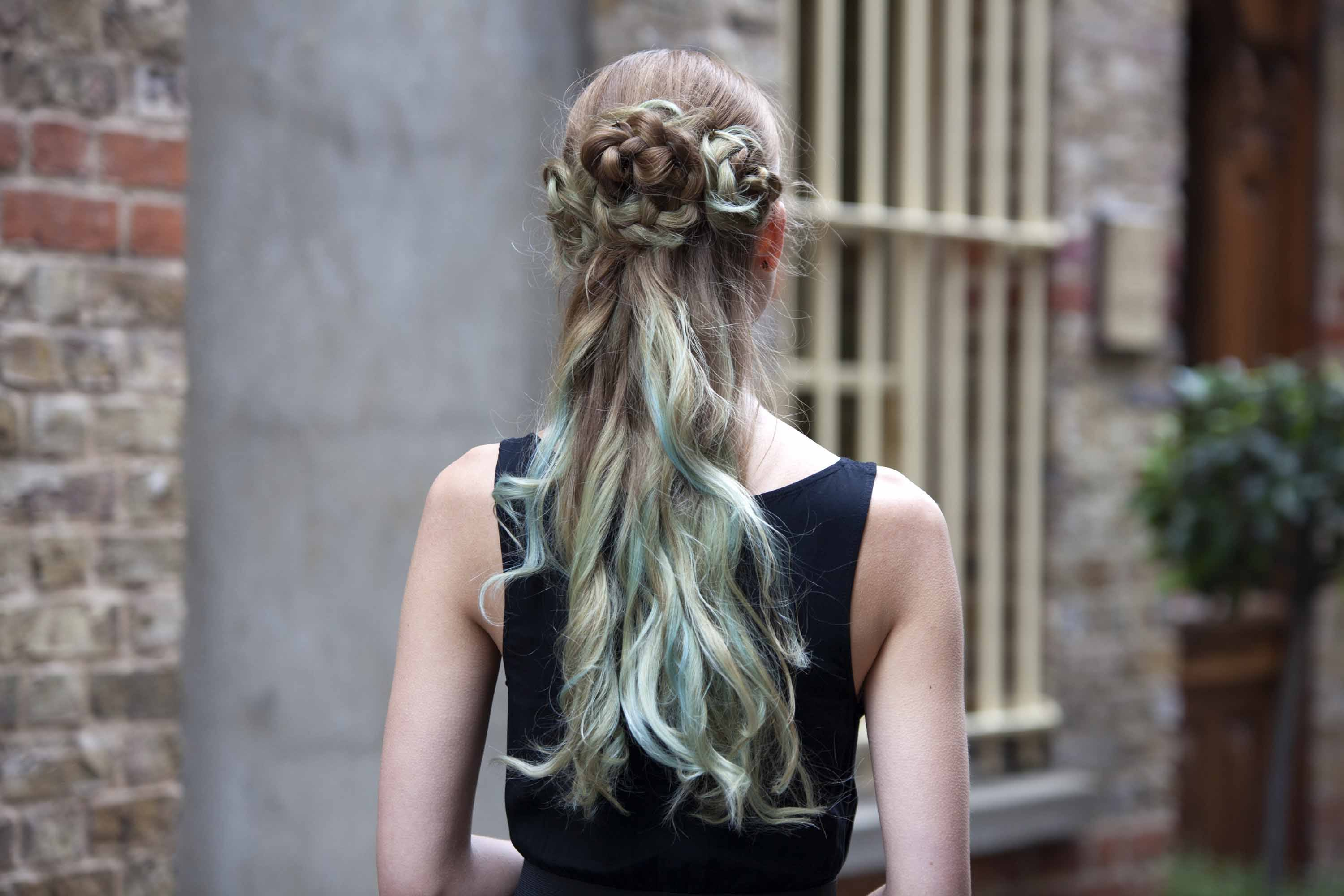 10 Ways Prom Hairstyles 2018 For Women -A Quick Hair Guide 1
