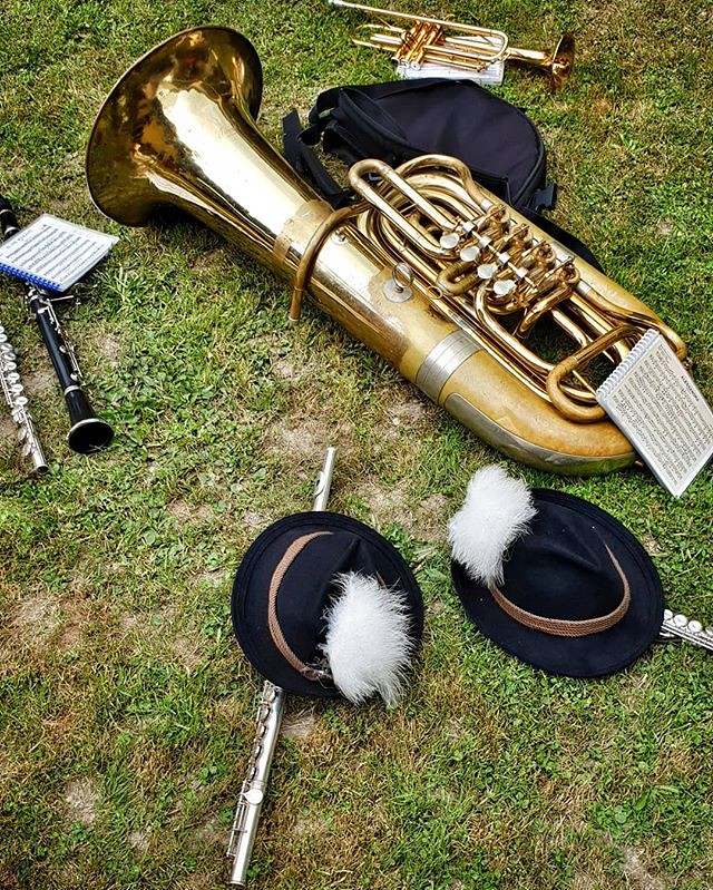Music on the grass #instruments #play #music #hat #fun #folklore #gressoney #valdaosta #green #pause #relax #wait #photooftheday #picoftheday #instagood #igers #igersitalia #travelgram
