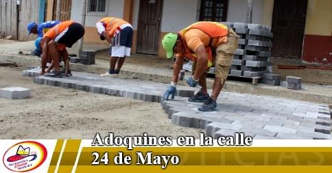 Adoquines en la calle 24 de Mayo