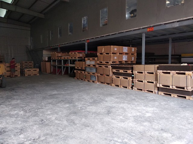 Mặt bằng xưởng gia công phải rông hàng ngàn m2 để tập kết hàng hóa, bảo quản hàng hóa tốt.
