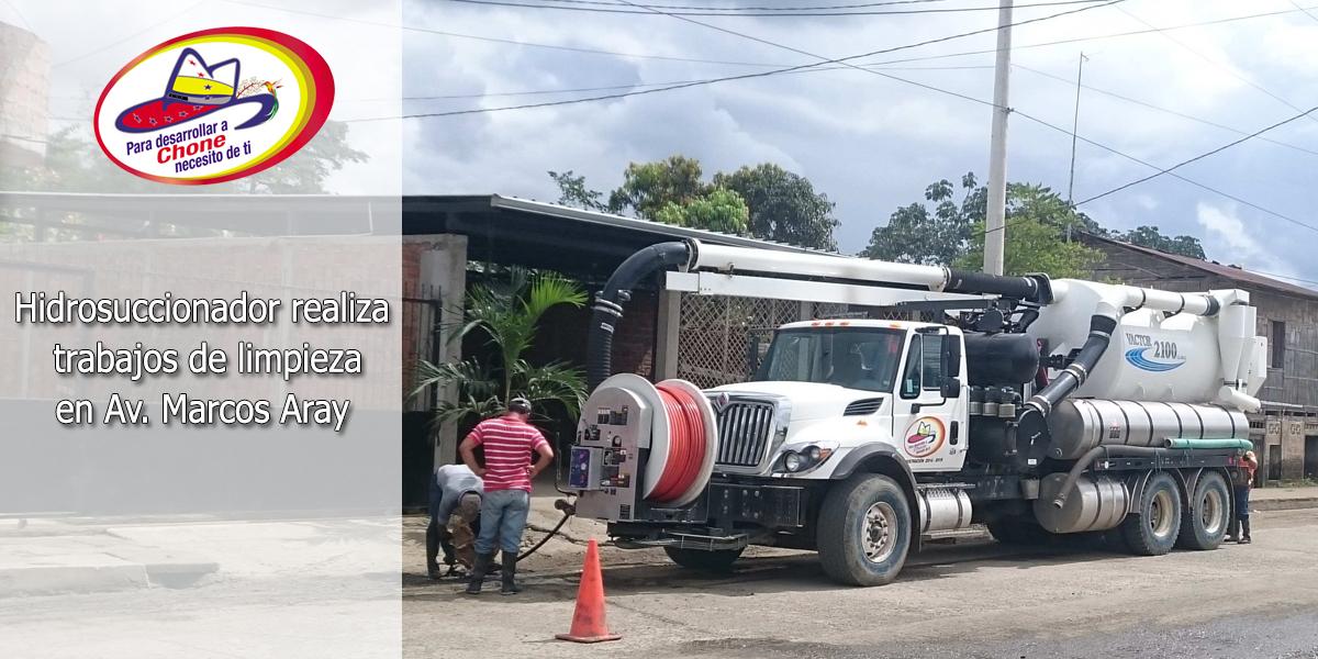 Hidrosuccionador realiza trabajos de limpieza en Av. Marcos Aray