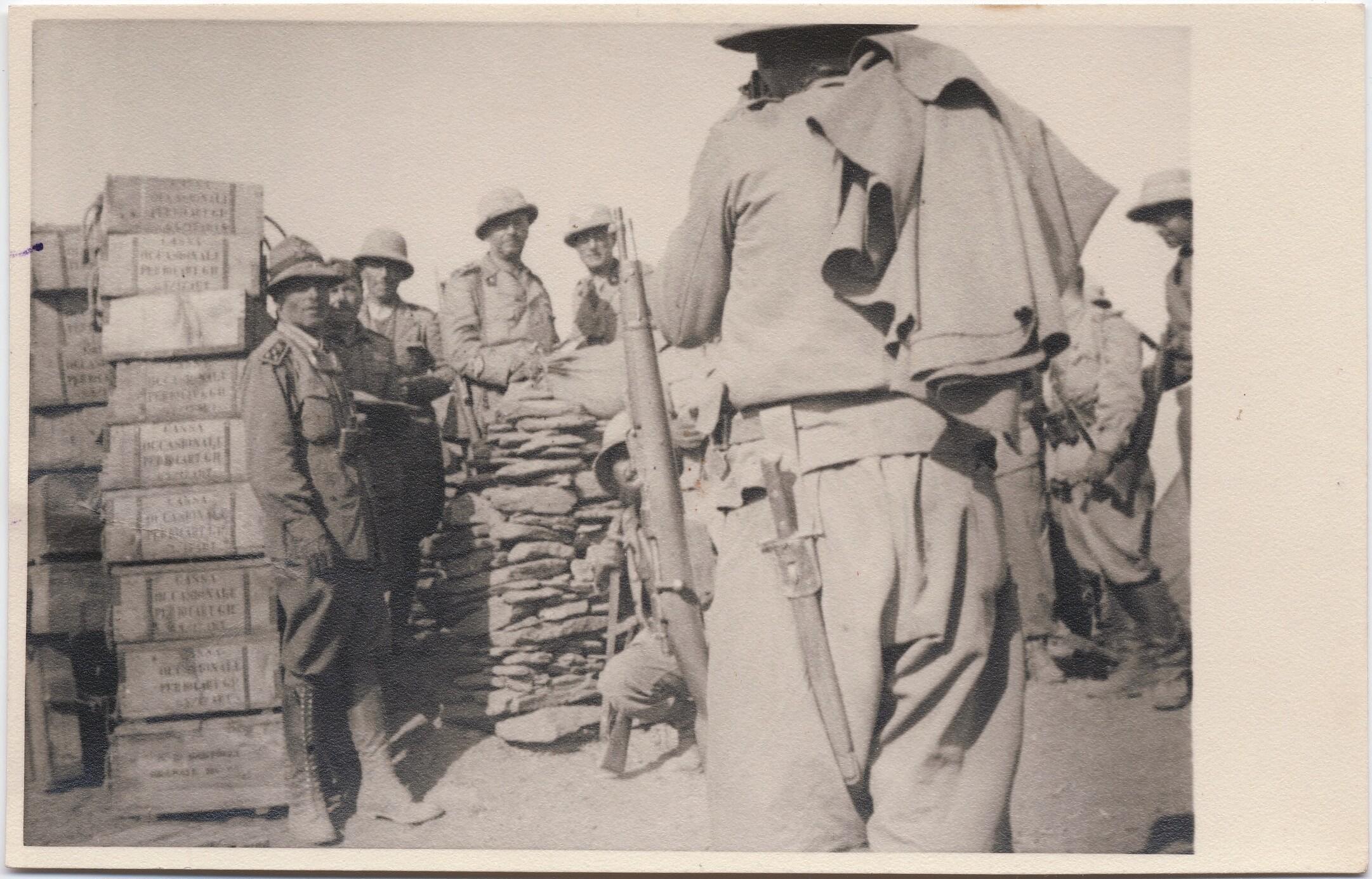 1936. Филиппо Томмазо Маринетти и офицеры во время сражения в Пасс Уариэу (21 января)