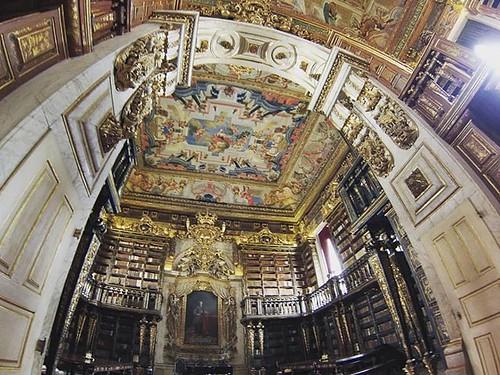 Biblioteca de la universidad de #Coimbra. #universidadecoimbra #portugal #gopro #forbiddenphoto