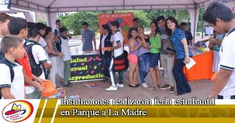 Instituciones realizaron feria estudiantil en Parque a La Madre