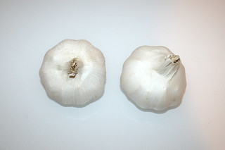 02 - Zutat Knoblauch-Knollen / Ingredient garlic bulbs