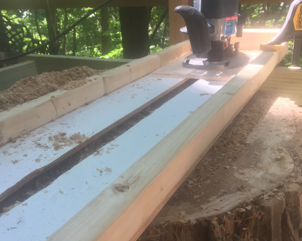 2018-06-15_Router_Table_on_Stump-02