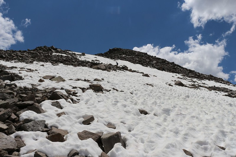 We played a bit on the snowfields on the north slope of Cloudripper but it was too soft to shoe-ski