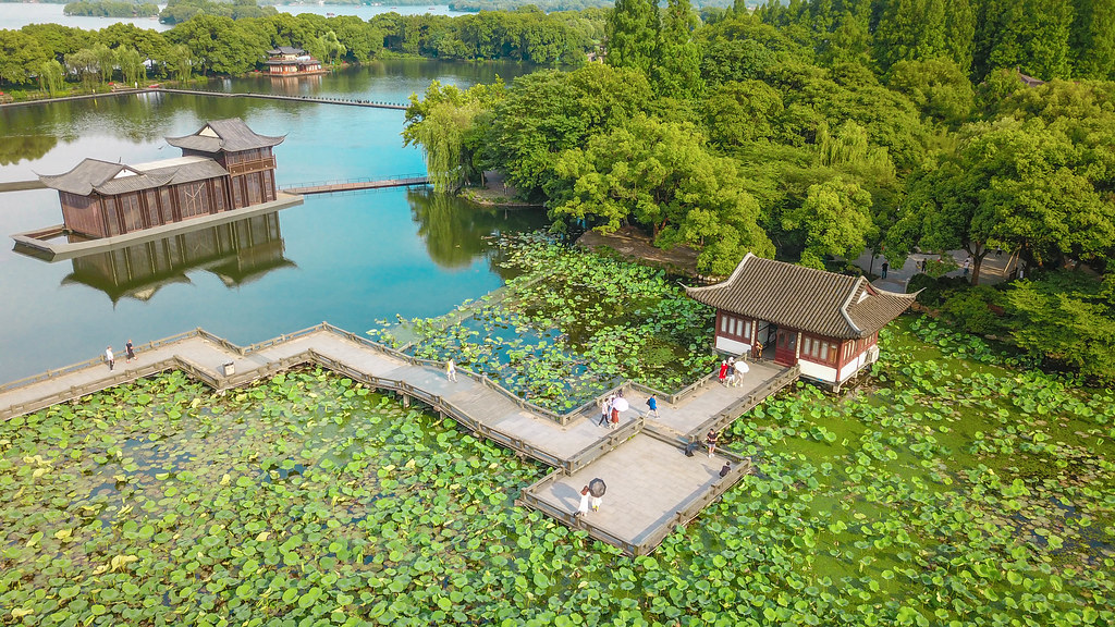 【西湖怎麼玩】一日遊必去推薦 坐船景點攻略 私房拍水舞地點 最憶是杭州