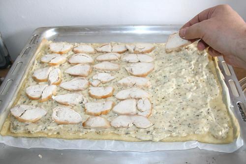 43 - Hähnchenbrust-Scheiben auflegen / Put on chicken slices
