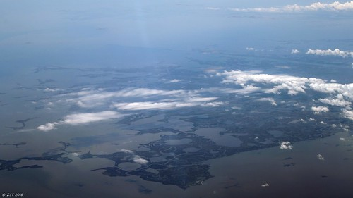 zeesstof aerial aerialview viewfromwindow windowseat flight commercialflight united unitedairlines mobilealtohoustontx gulfofmexico louisiana lakes saltmarsh bays islands passchristian mississippi unitedstates usa