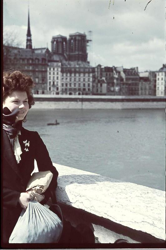 Париж под пятой оккупантов на фотографиях Андре Зукка. Часть 13. 1941. Жизнь на берегах Сены. Часть