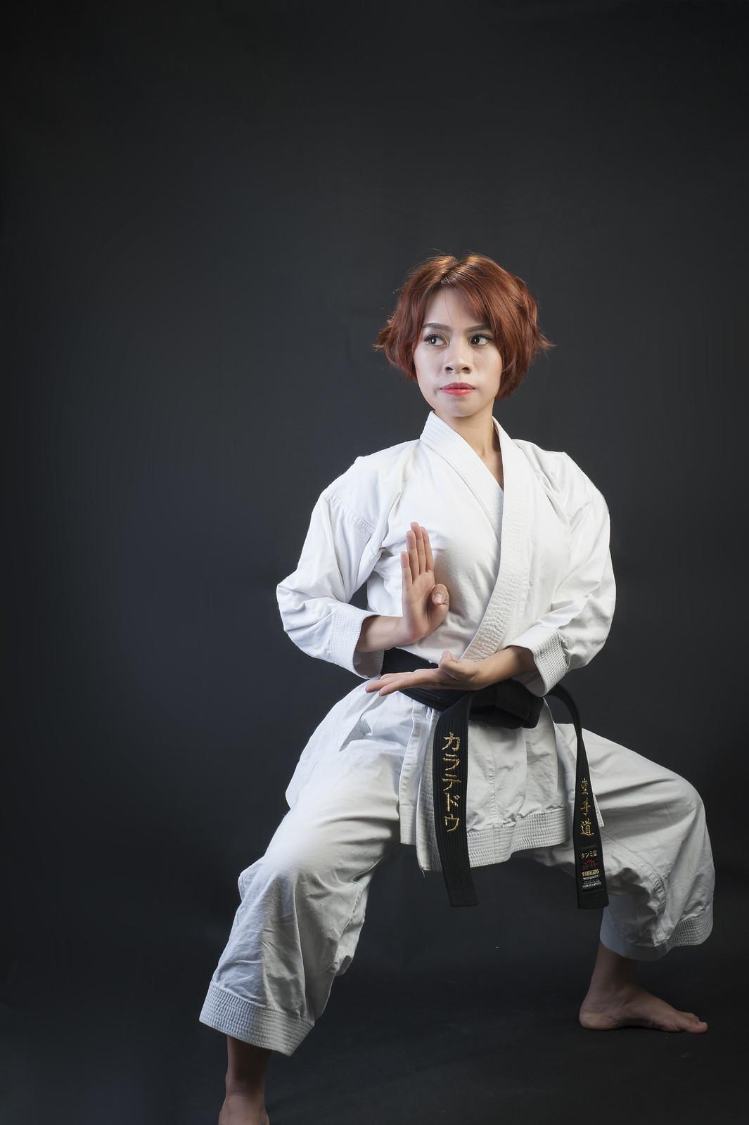 42980375531 46ca9f8f14 h - Bộ ảnh võ thuật Karate Girl phiên bản Việt