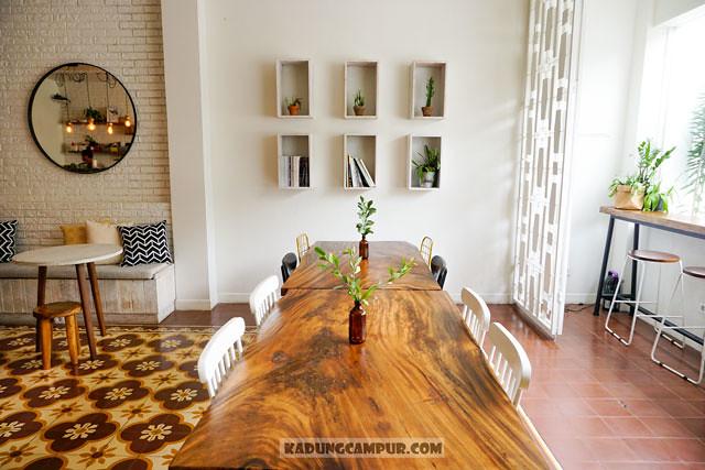 pigeonhole coffee bintaro communal table - kadungcampur