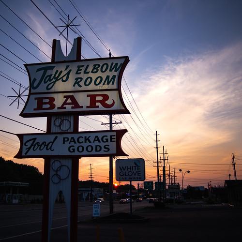 jersey jayselbowroom nj americana sign kitsch sunset bar mapleshadetownship newjersey unitedstates us