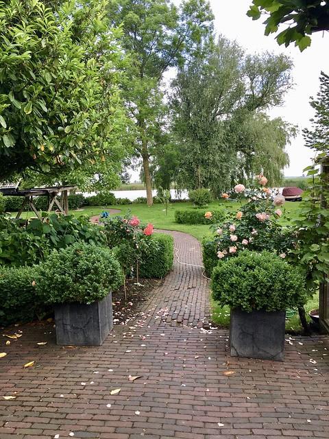 Tuinpad landelijke stolpboerderij