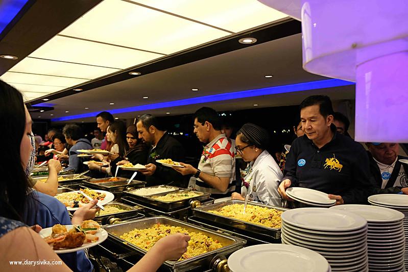chao phraya Princes Cruise bangkok 3