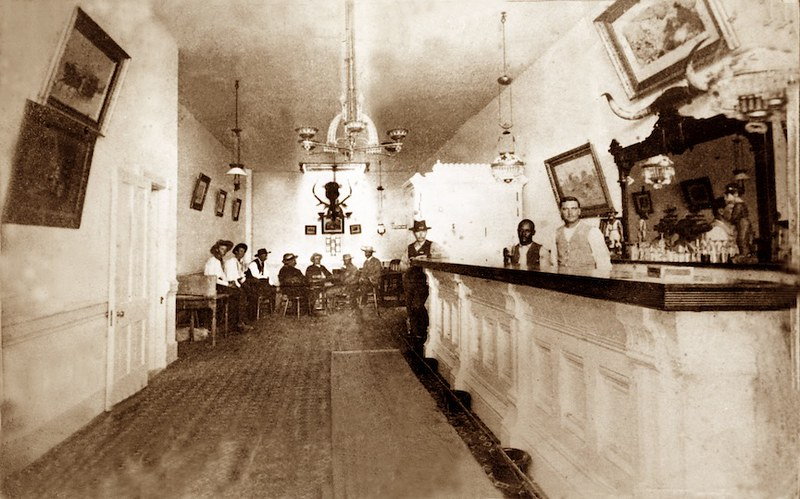 Long_Branch_Saloon_interior