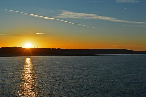 porthcawl sunrise dawn sandy bay coney beach traeth trecco flat calm summer south wales welsh orange golden glow newton rays beams sunrays sunbeams con trails