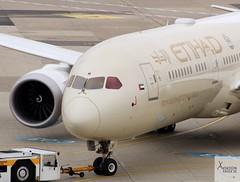 Etihad Airways B787-9 A6-BLM pushing back at DUS/EDDL