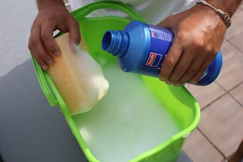 balde con jabón liquido