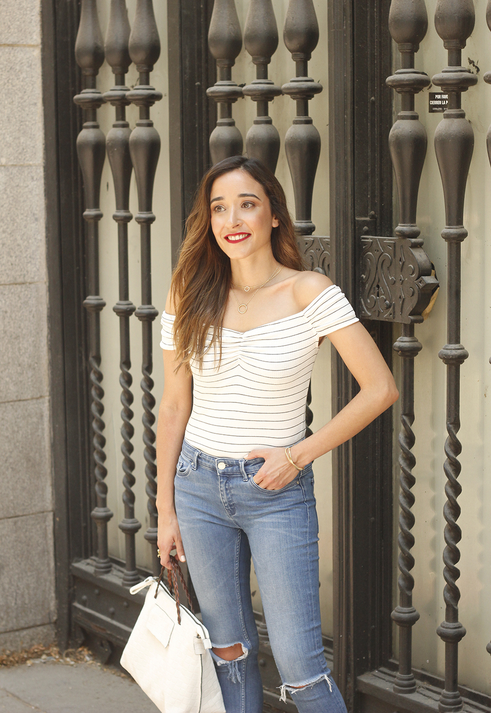 striped body ripped jeans casual outfit black sandals street style summer 201811