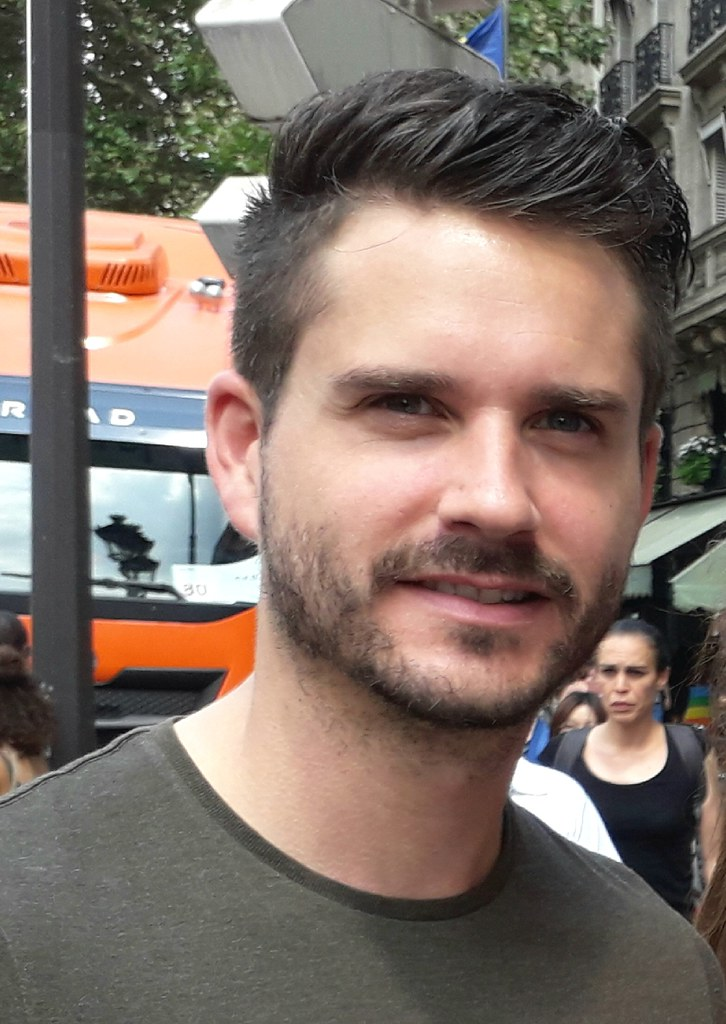 HELLA HANDSOME HUNK ! PARIS PRIDE  2018 ! ( safe photo  )