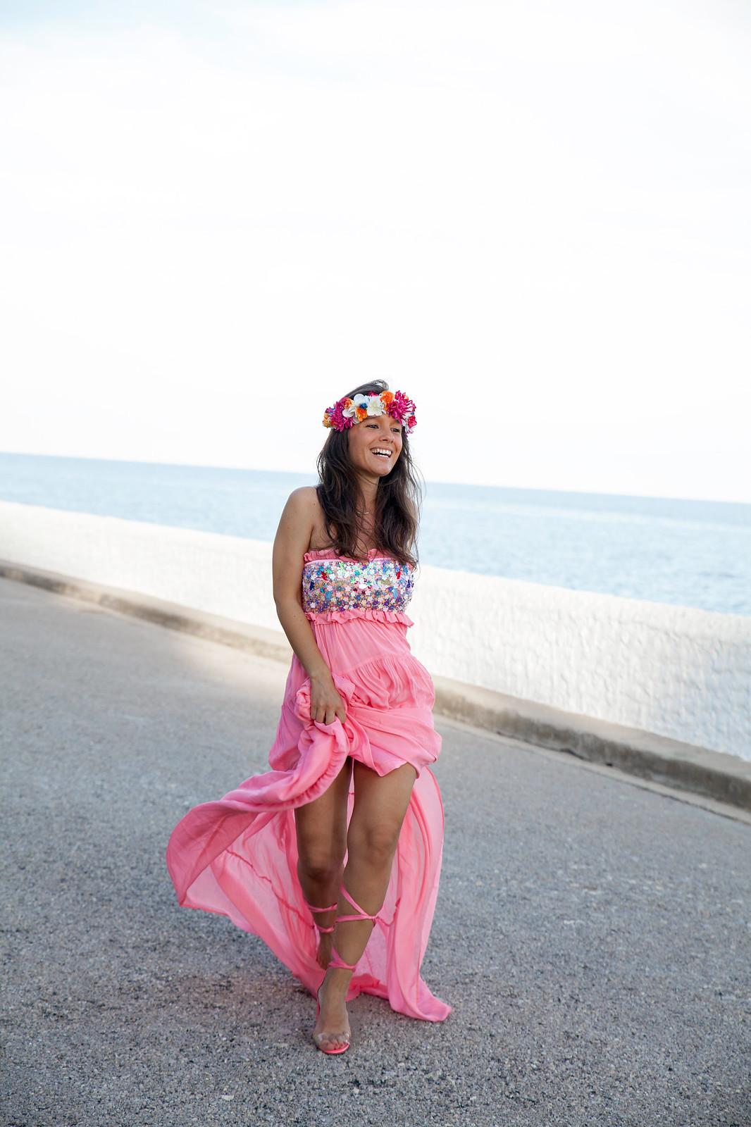 04_El_vestido_perfecto_fiesta_san_juan_verbena_highly_preppy_theguestgirl_fashion_influencer_barcelona_bilbao_embarazada_tacones